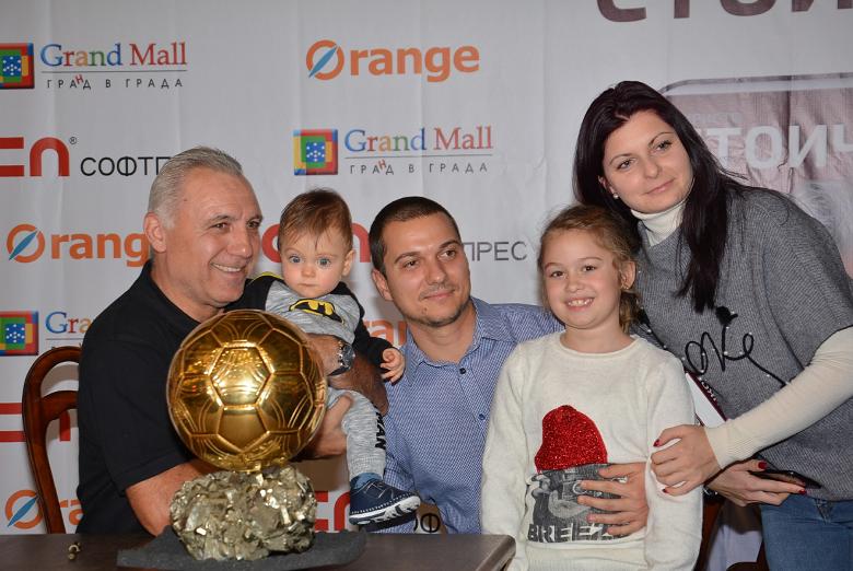 Стоичков раздаде хиляди автографи във Варна