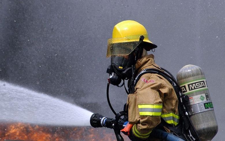 Пожар горя в стълбищна клетка на 16-етажен жилищен блок във Варна