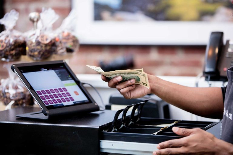 До 2 седмици регистрираните по ДДС трябва да започнат смяната на касовите си апарати и софтуера за продажби