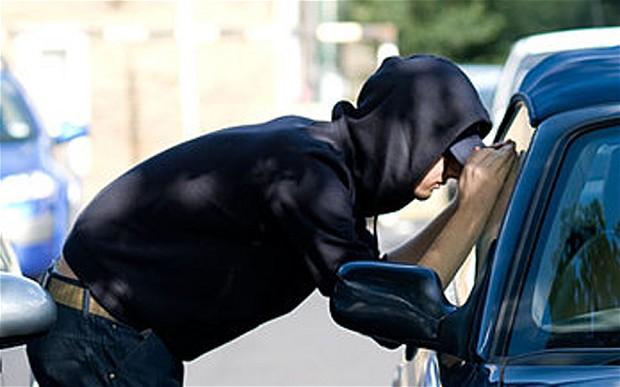 Задържат под стража млад мъж, откраднал автомобил