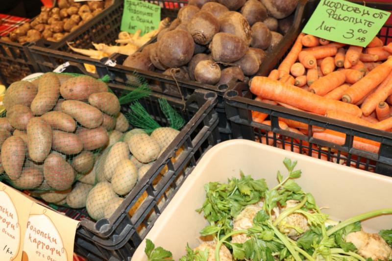 Картофите и доматите поскъпват, ябълките запазват цената си