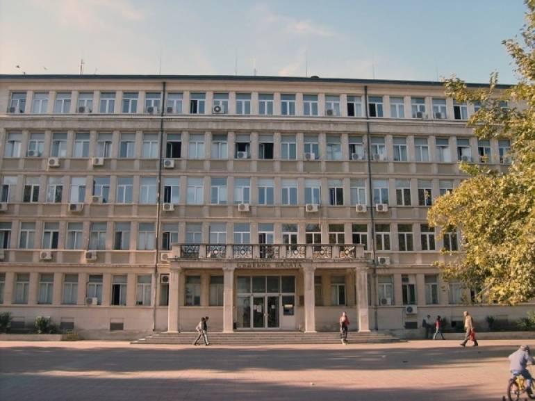 Районната прокуратура във Варна предаде на съд мъж за причиняване средни телесни повреди на свой познат след спор за кучета