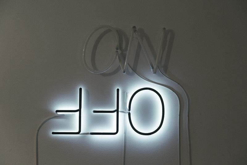 Галерия Contemporary Space отбелязва седмата си годишнина с изложба, посветена на светлината