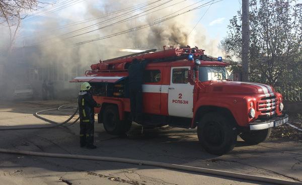 """Двама мъже са в """"Токсикология"""" с признаци на обгазяване след пожар в Игнатиево"""