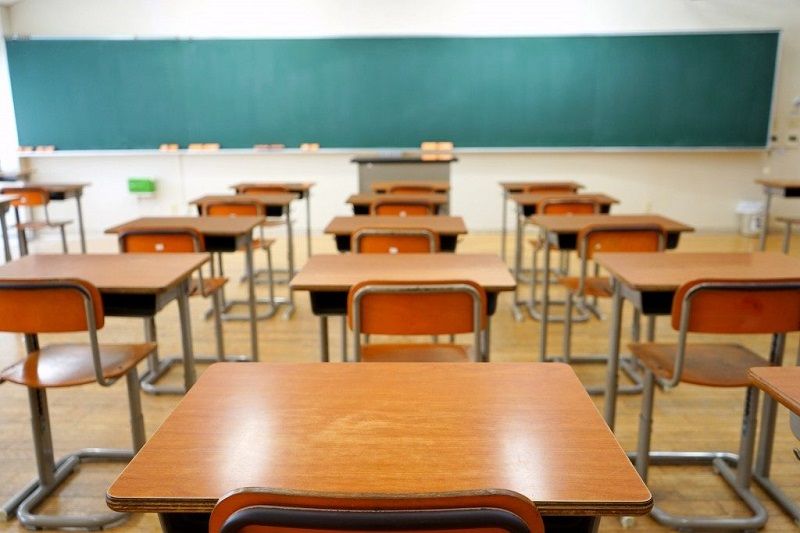 Към момента не се предвижда удължаване на учебната година и намаляване на ваканциите