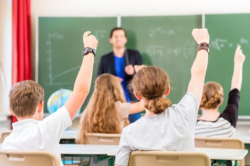 """От Синдикат """"Образование"""" притеснени за изпращането на абитуриентите, матурите и НВО"""