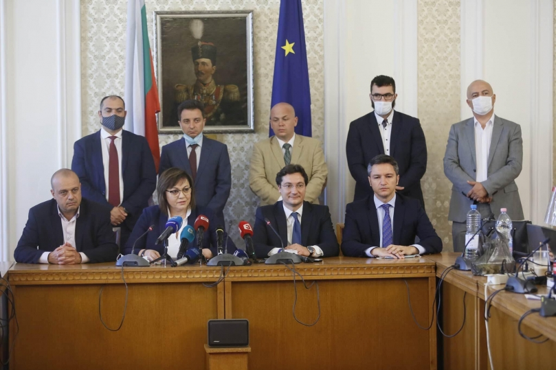Корнелия Нинова: Сменят се министри, мафиотският модел остава