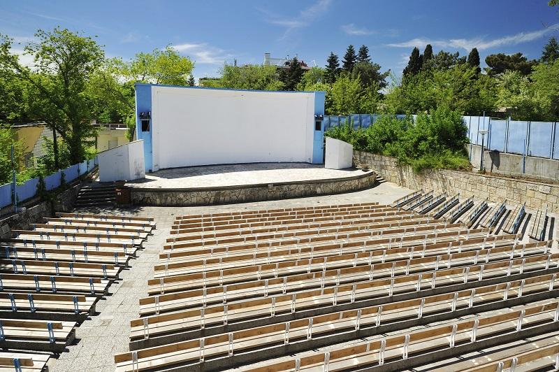 Александър Сано гостува на Лятно кино Варна с Диви и щастливи
