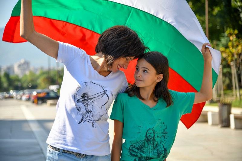 Фондация стартира благотворителна кампания с тениски с български владетели