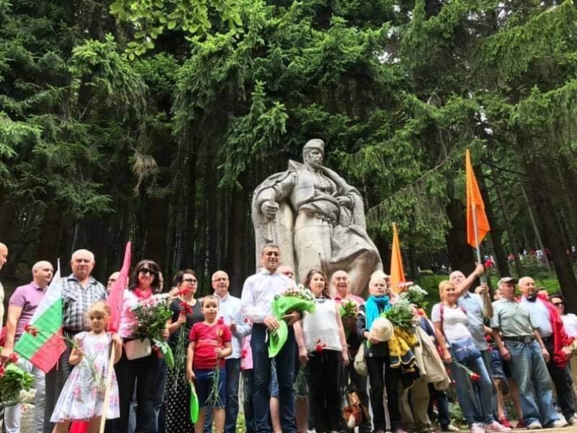 """Предателят Спас Панчев """"спасява"""" със свои хора Красимир Янков от сигурен резил на Бузлуджа"""