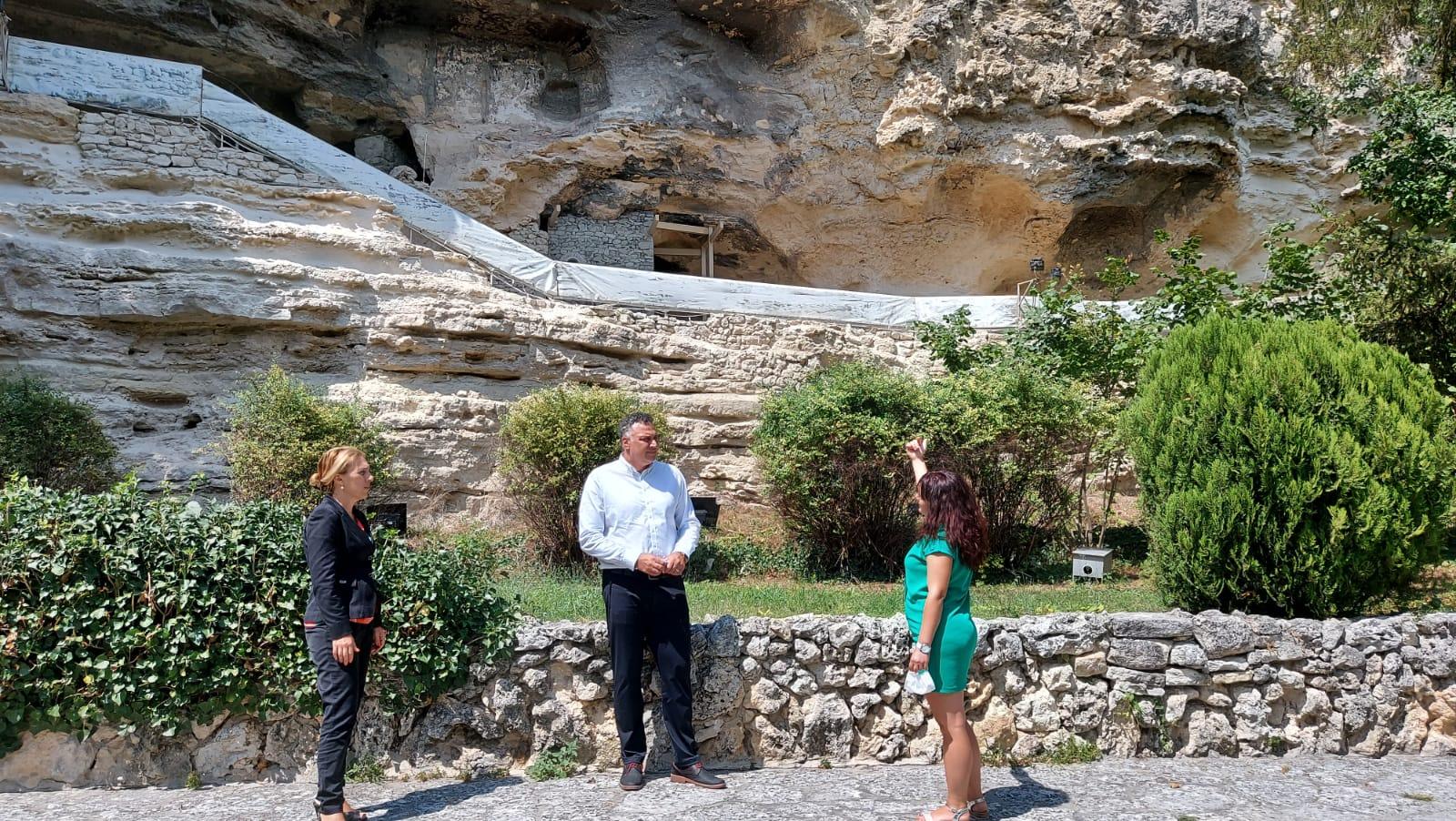 Министър Марияна Николова посети Аладжа манастир край Варна