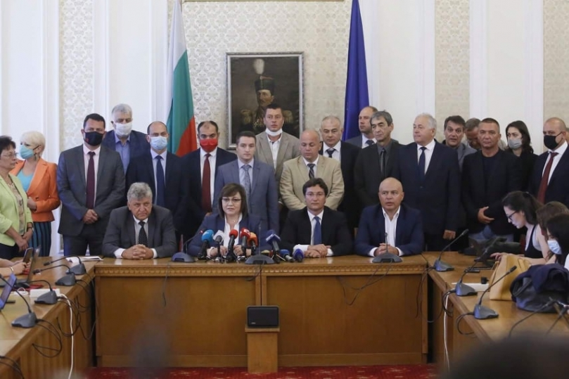 Корнелия Нинова: Държавата е парализирана. Борисов си купува време с парите на народа