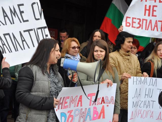 """Служители на """"Пикадили"""" във Варна: Държавата да се намеси, защото няма да спрем дотук"""