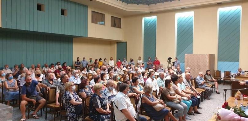 Корнелия Нинова: В цял свят правителствата се опитват да спасят икономиката, българското правителство я убива