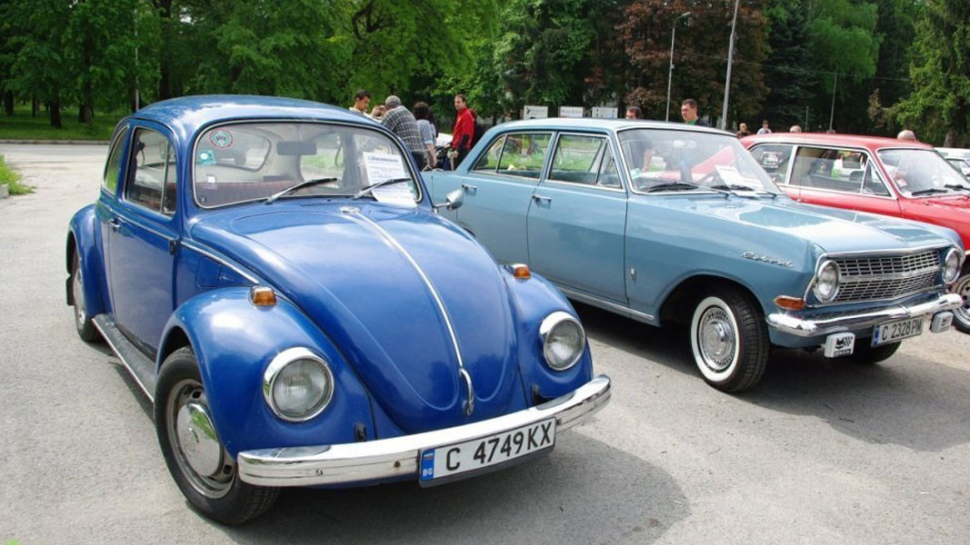 Ретро парад за елегантни автомобили днес във Варна
