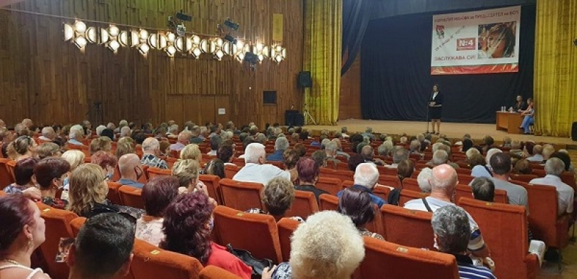 Огромна група общественици, интелектуалци и спортисти в Ямбол застанаха зад кандидата за председател на БСП Корнелия Нинова