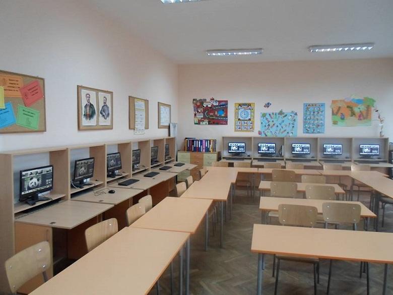 Девет училища във Варна започват работа с Chromebook