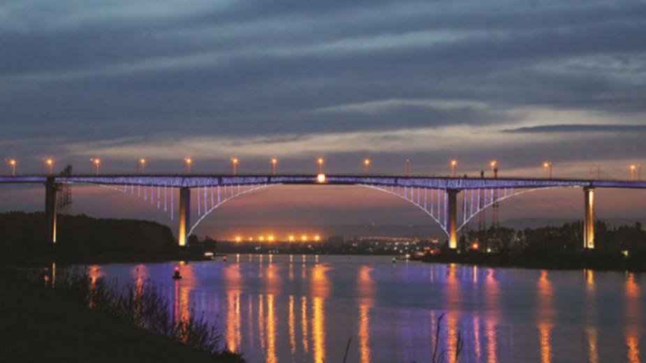 Възстановяват осветлението на Аспаруховия мост след поредна кражба