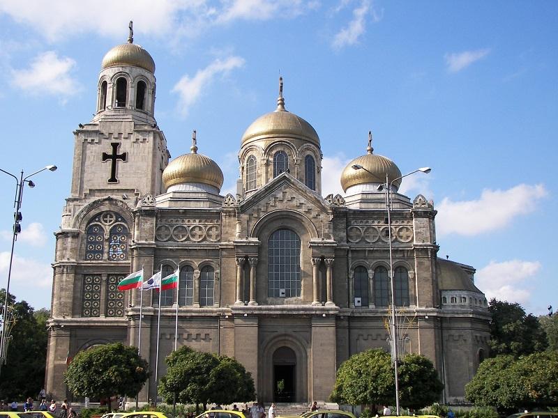 """Реставрират покрива и куполите на Катедралния храм """"Успение Богородично"""""""