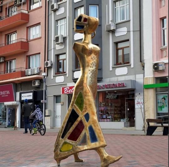 Варна посрещна първа пролет с цветна пластика