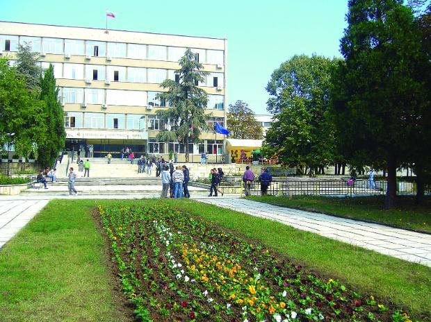 Приемът в Техническия университет на Варна започна по-рано
