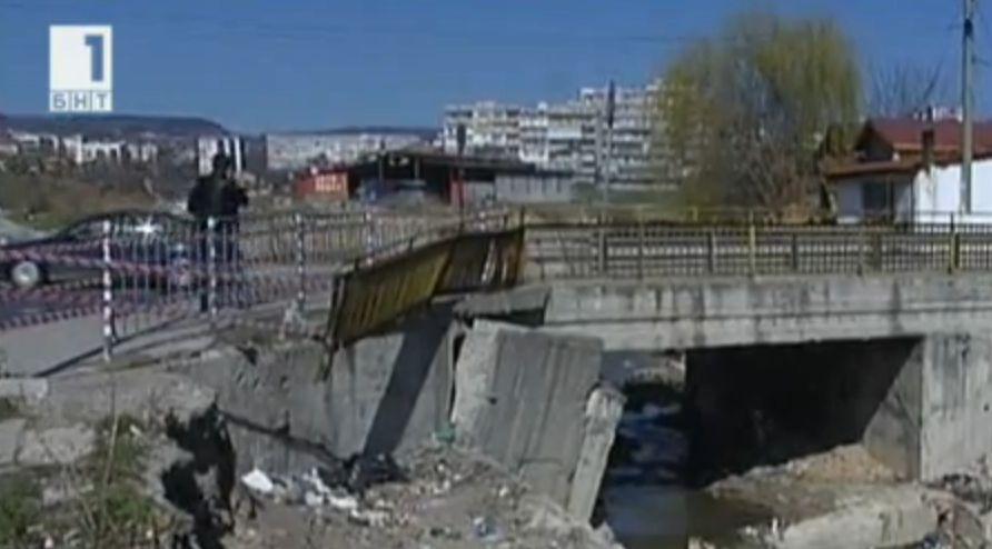 Опасен мост застрашава хората във Варна