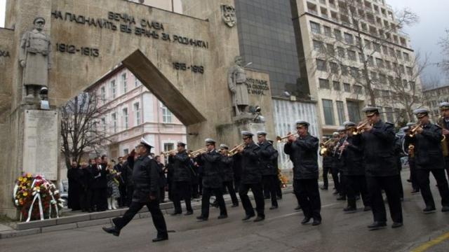 """Затварят утре движението по """"Осми Приморски полк"""""""