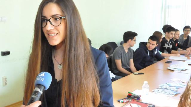 Гимназисти от Варна учат връстници как да се предпазят от ХИВ-СПИН