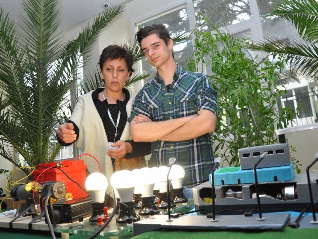 """Състезанието """"Енергетиката и ние"""" тече в Техническия университет на Варна"""