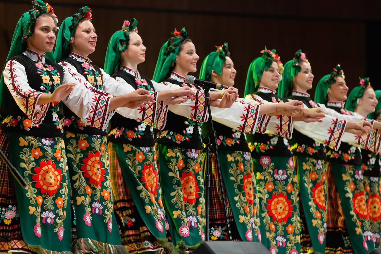 """ИУ Варна организира втори национален студентски фолклорен фестивал """"Срещи на приятелството"""""""