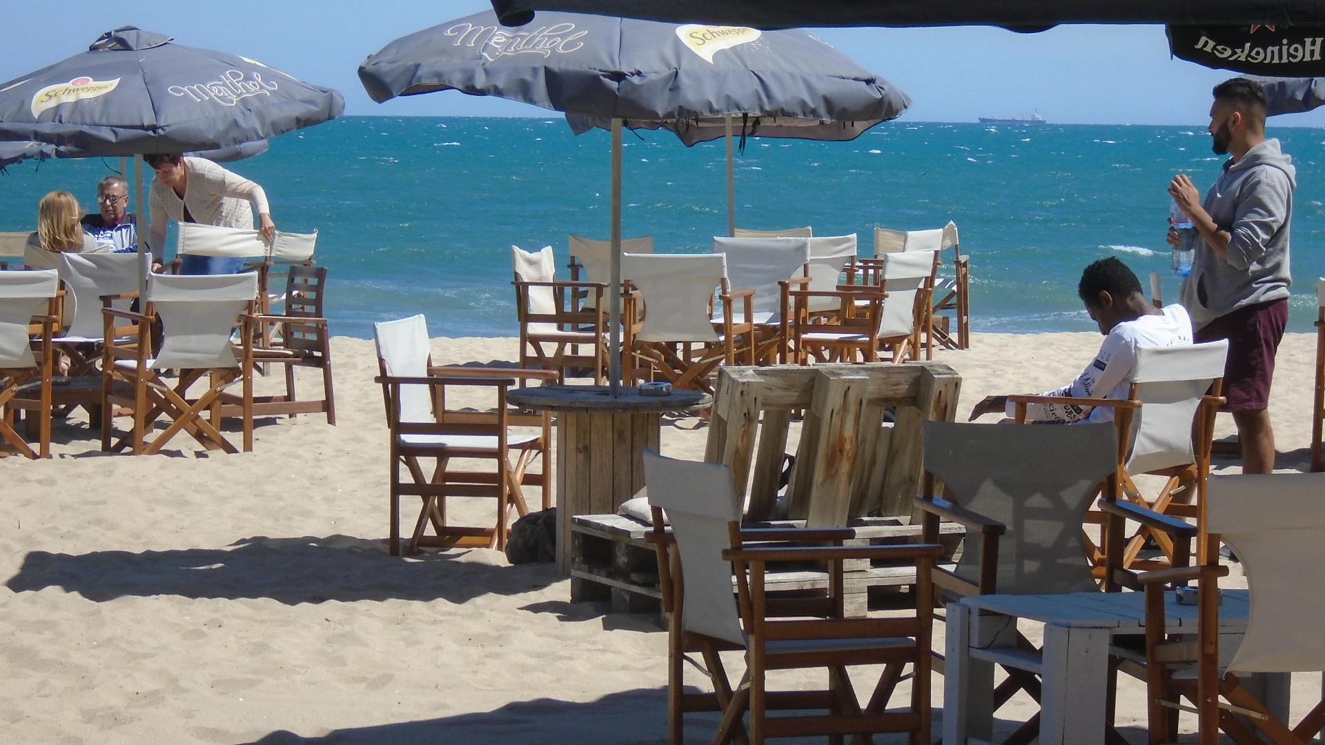 Представители на туристическия бранш се обявиха срещу премахването на преместваемите обекти от плажовете и курортите