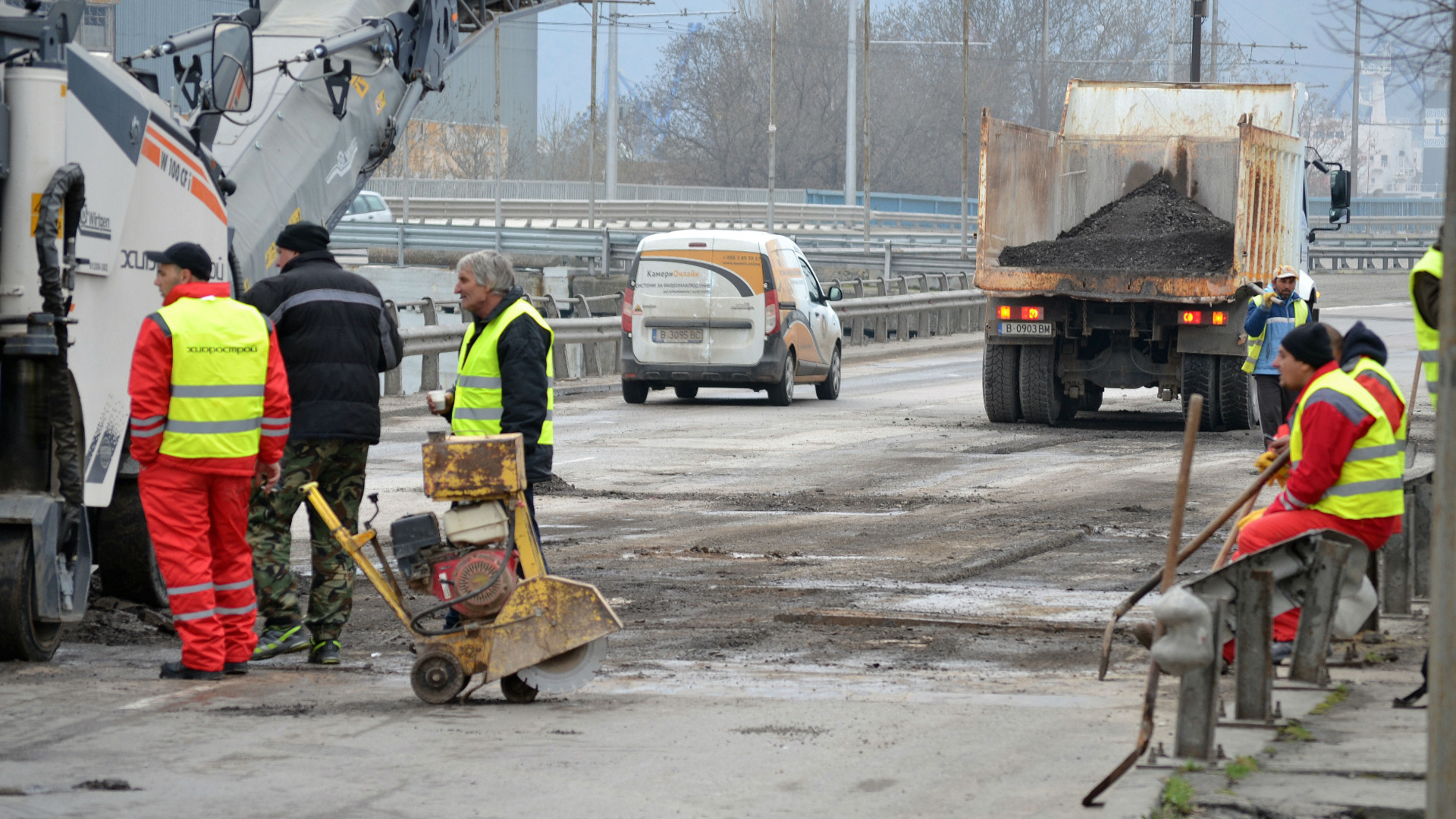Вместо ремонт започнаха да кърпят Аспарухов мост