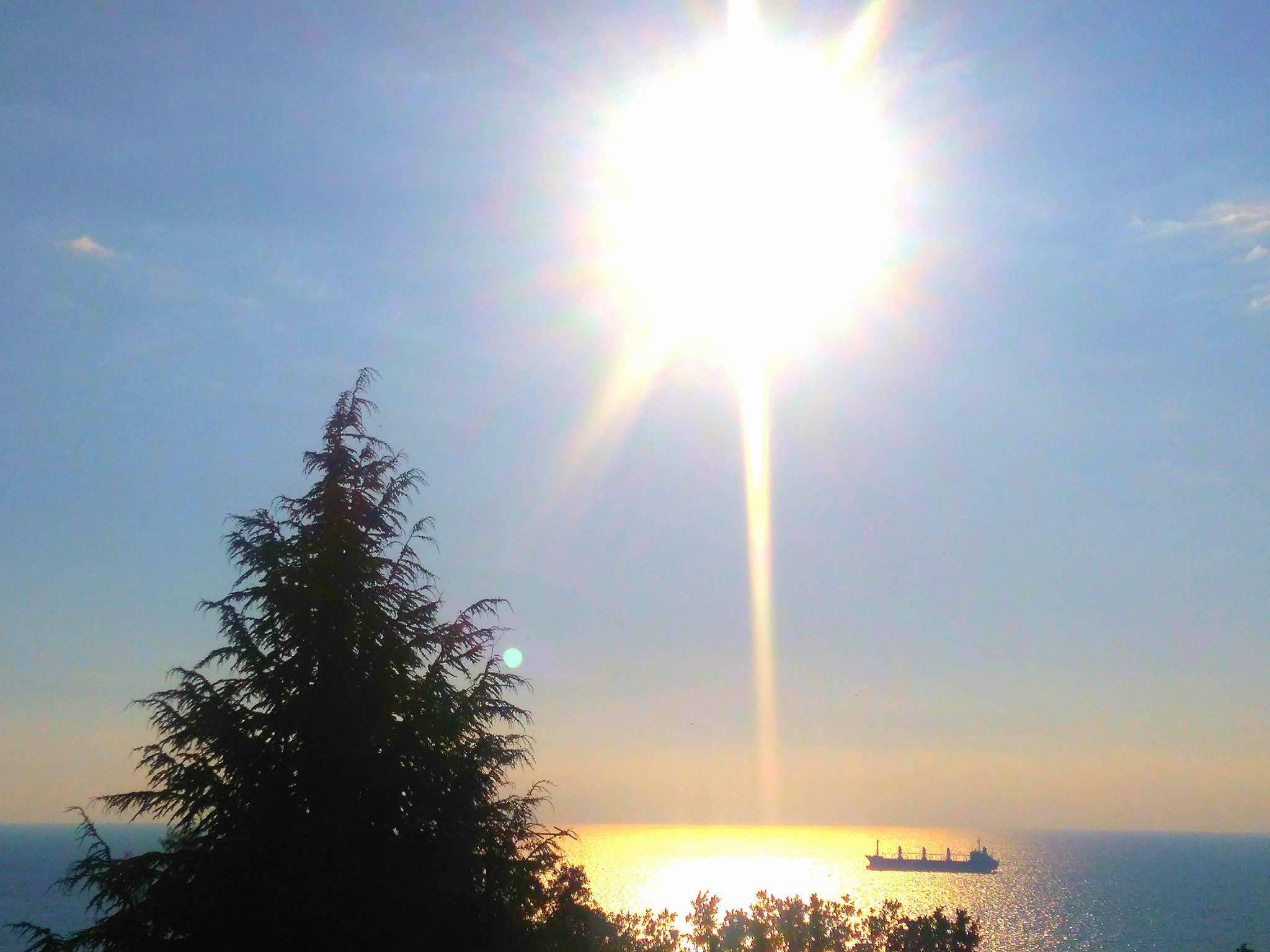 Слънчев вторник край морето