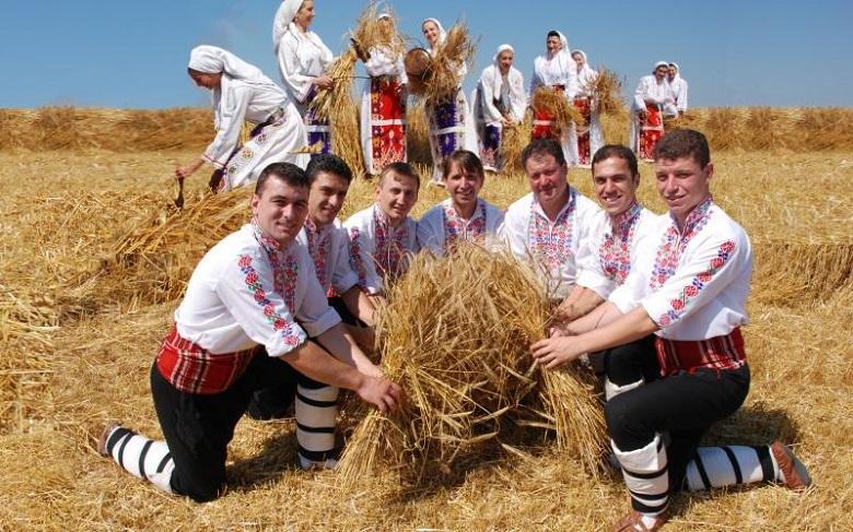 """Ансамбъл """"Добруджа"""" ще открие Фолклорната танцова панорама във Варна"""