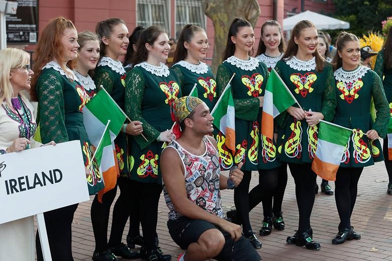 Иван Портних се срещна с участници в Международния фолклорен фестивал