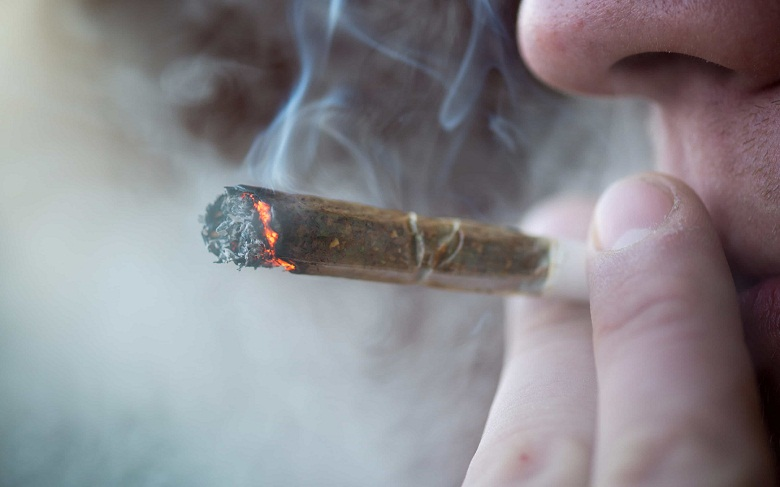 Хванаха двама млади мъже с марихуана във Варна