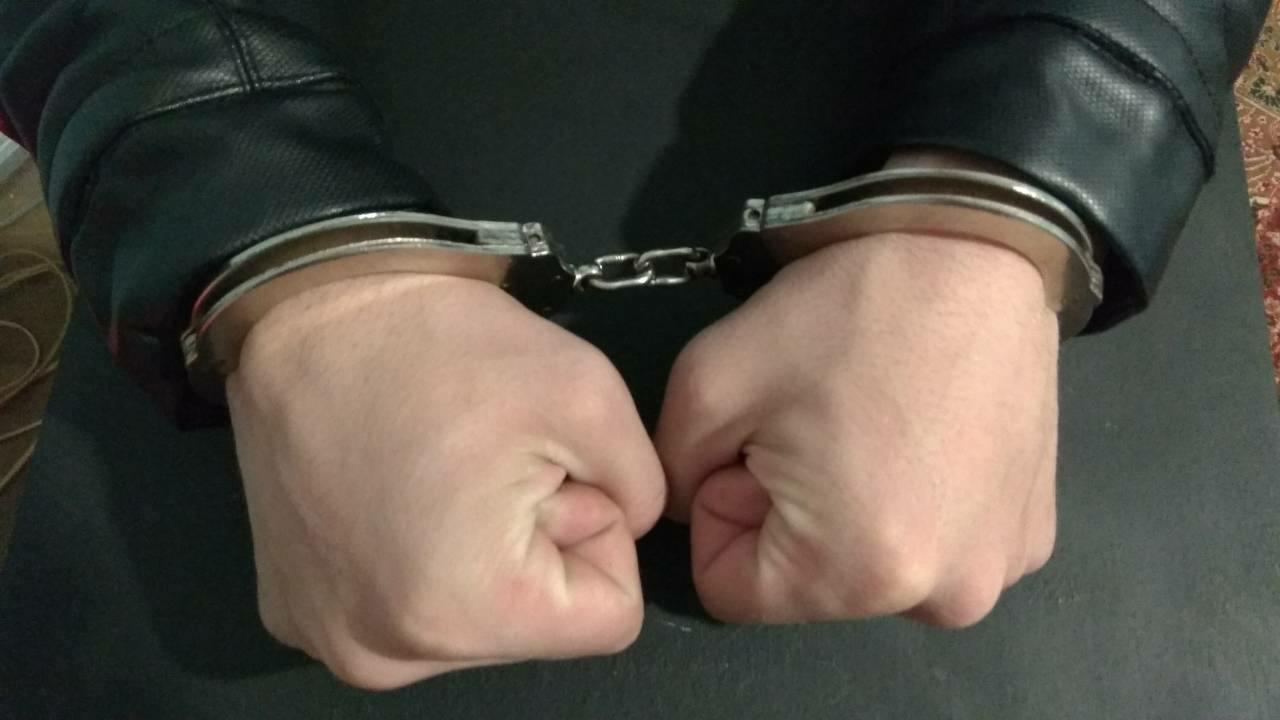 Опасен рецидивист, осъждан 16 пъти, е задържан за срок до 72 часа за кражба на кабели от Районната прокуратура във Варна