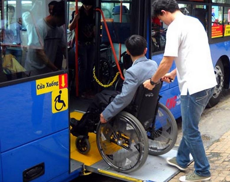 Община Варна купува още два буса за хора с увреждания